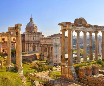 Roma'da 1800 yıllık sütuna adını yazan Türk gözaltına alındı