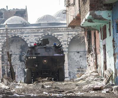 """Sendikaların """"Sur'a destek"""" eylemine polis müdahalesi"""
