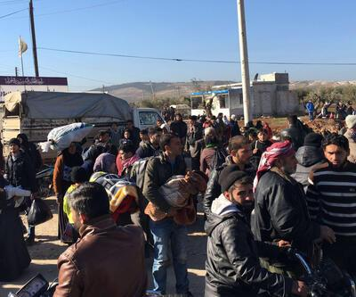 Halep'ten kaçan binlerce Suriyeli Türkiye sınırında