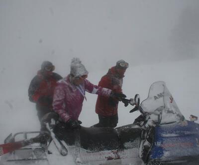 Uludağ'da kayak yaparken kaybolan kadın kayakçıyı jandarma kurtardı