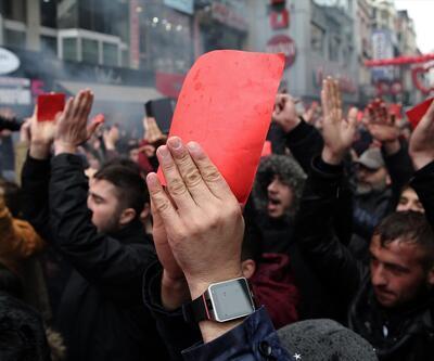 Kırmızı kartını alan protestoya koştu