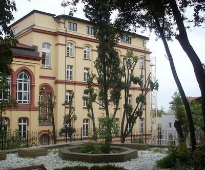 Alman okulları bugün de kapalı