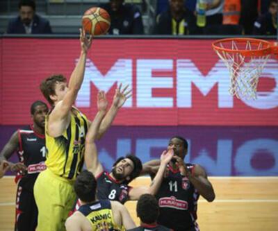 Fenerbahçe normal sezonu farklı galibiyetle bitirdi