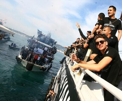 Boğaz'da Beşiktaş şampiyonluk konvoyu