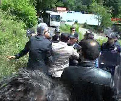 Madencileri ziyaret eden CHP heyetiyle polis arasında arbede