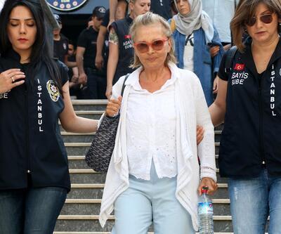 Gazeteci Nazlı Ilıcak 'casusluk' suçlamasıyla hakim karşısına çıktı