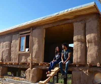 'Natürel ev' hayallerini saman balyalarıyla gerçekleştirdiler