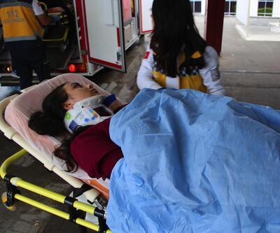 İmranlı'da minibüs uçuruma yuvarlandı: 14 yaralı