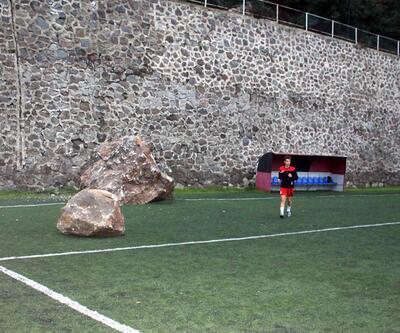 Trabzon'da maç öncesi sahaya kaya düştü