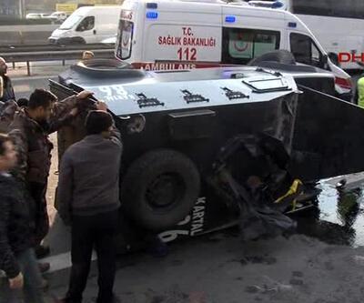İstanbul'da zırhlı polis aracı devrildi