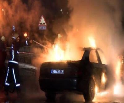 Zeytinburnu'nda lüks araç kaza sonrası yandı