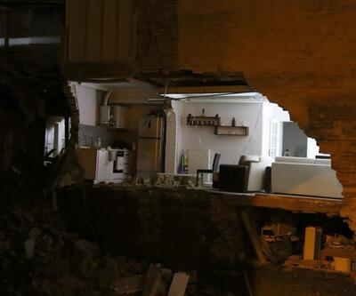 Bursa'da yanında temel kazılan binanın duvarı çöktü