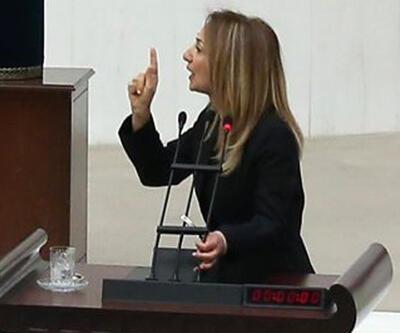 Bağımsız milletvekili Aylin Nazlıaka kendini kürsüye kelepçeledi