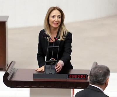 Bağımsız milletvekili Aylin Nazlıaka kendini kelepçeledi