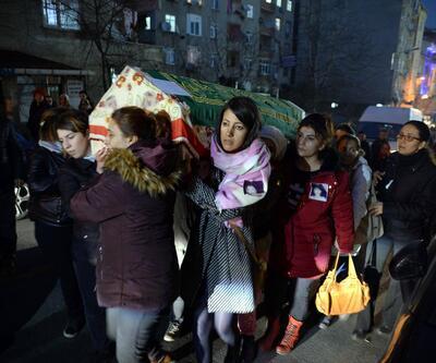 Küçükçekmece'de öldürülen Sinem'in tabutunu kadınlar taşıdı
