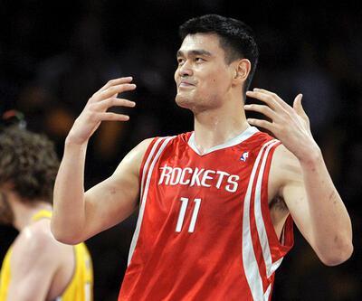 Yao Ming'in 11 numaralı forması emekli edildi
