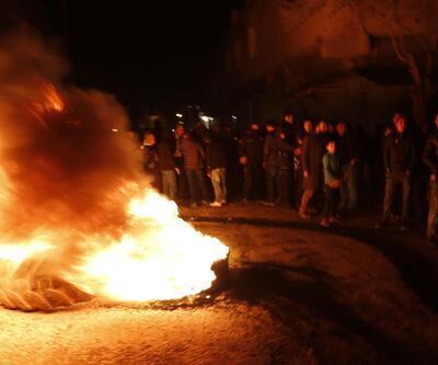 Yolu kapatarak elektrik kesintilerini protesto ettiler