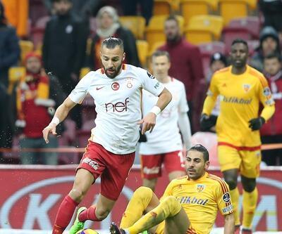Galatasaray taraftarı beyaz mendil salladı