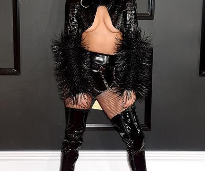 Lady Gaga yeni dövmesini gösterdi