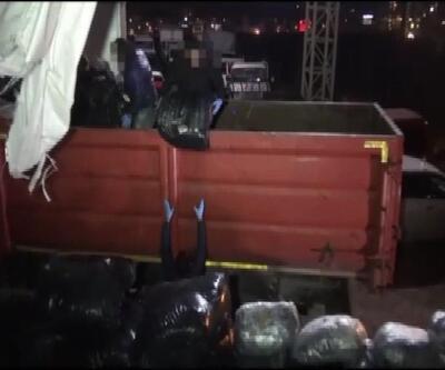 Pendik'te durdurulan kamyonda 1 ton esrar ele geçirildi