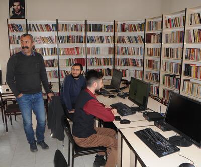 Komünist başkandan 10 bin kitaplık kütüphane