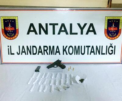 Antalya'da yakalanan uyuşturucu satıcıları tutuklandı