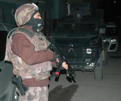 Silah kaçakçısının evinden çıkan kitaplar polisi şaşırttı