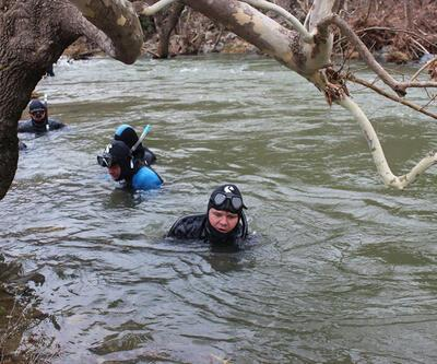 28 dalgıç 4 yaşındaki Uğur için Balıkesir'deki dereyi karış karış tarıyor