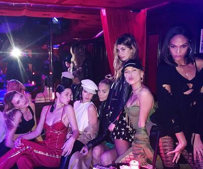 Defile sonrası stripriz kulübünde eğlendiler!