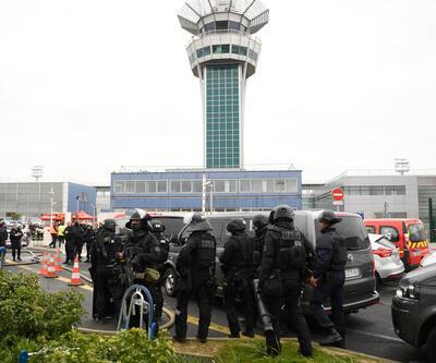 Paris'te Orly Havalimanı'nda panik! İşte ilk kareler