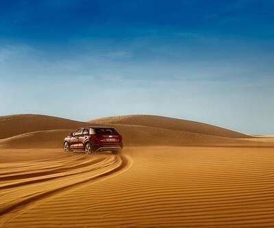 Audi reklamı için çöller, otoyollar yaratan reklamcı