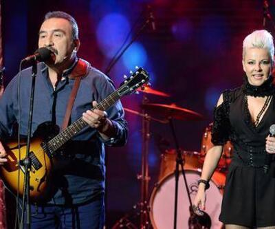 Beyaz Show: Pamela Spence ve Ümit Besen birlikte söyledi