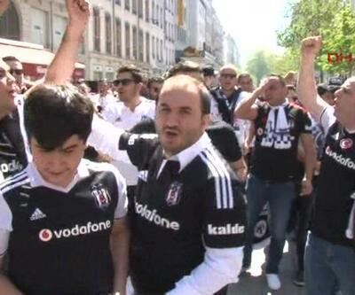 Beşiktaşlı taraftarlar Lyon'u Çarşı'ya çevirdi