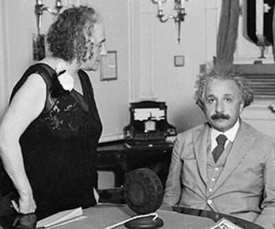 İşte Einstein'ın eşine yaptırdığı ilginç evlilik sözleşmesi!