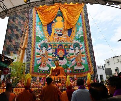 Dünya Buda'nın doğumunu kutladı