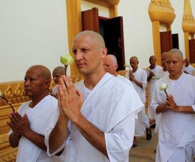 Uyuşturucu bağımlısı Türk, budist rahibi oldu