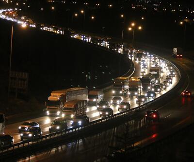 Tatilciler dönüş yolunda, trafik İzmit'te başladı