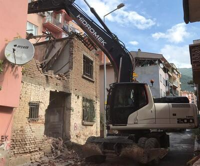 Gemlik'te 300 metruk bina yıkıldı