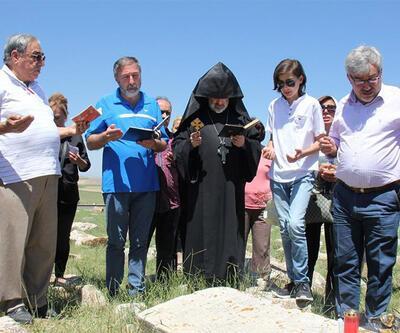 Ermeni vatandaşlar atalarının mezarlarını ziyaret etti