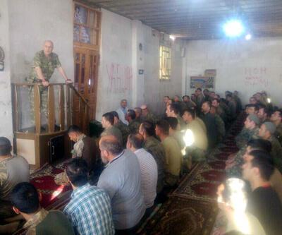 Korg. Aksakallı, El Bab'da askerlerle bayram namazı kıldı
