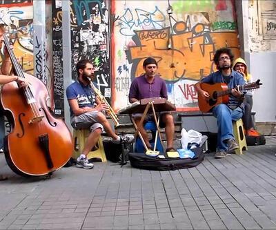 Sokak müzisyenleri izin belgesi istiyor