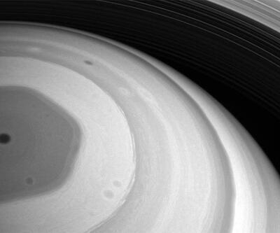 Uzay aracı Cassini Satürn'ü görüntüledi