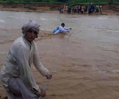 Hindistan'da sel felaketi yüzlerce can aldı