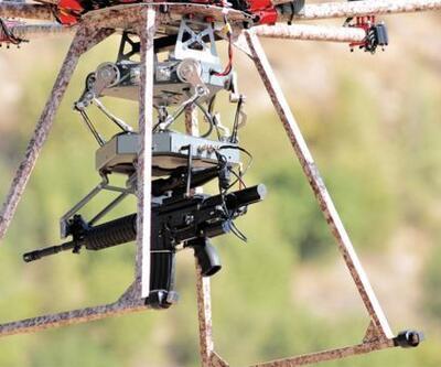 Makineli tüfek ve bomba atarlı Drone