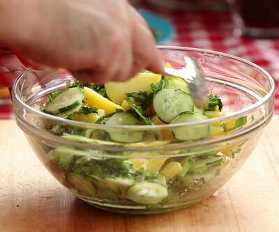 Sade ve leziz: Rokalı patates salatası tarifi