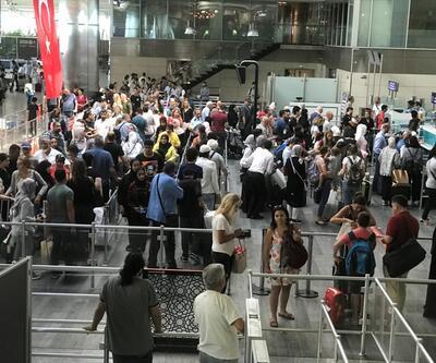 Atatürk Havalimanı ve Esenler Otogarı'nda dönüş yoğunluğu