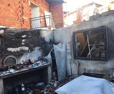 Bahçede yakılan ateş evleri kül etti
