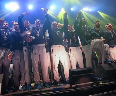 Şampiyon Slovenya coşkuyla karşılandı