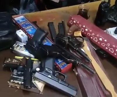 Çiçekçide silah ticaretine polis baskını