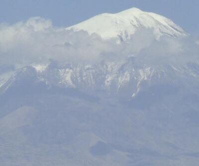 Ağrı Dağı'na mevsimin ilk karı yağdı